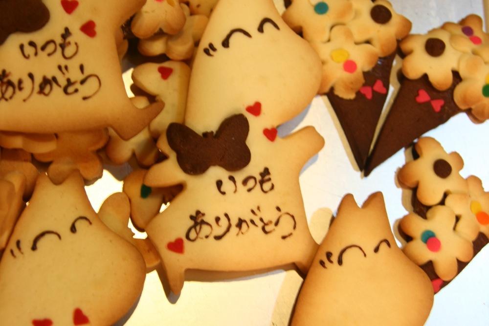 7日から通常営業です。母の日クッキーもご用意しています。