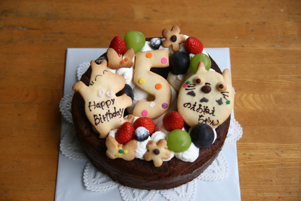 チョコケーキのバースデーケーキ
