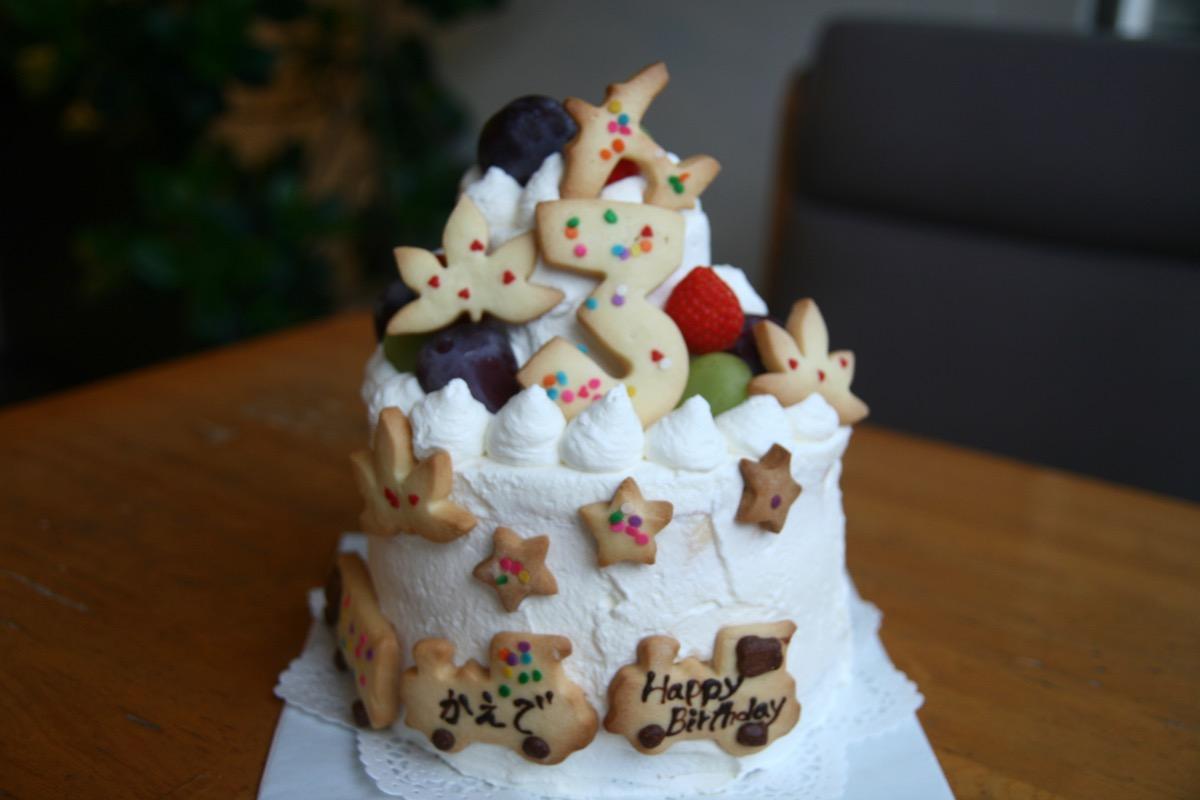 大きな2段のケーキ