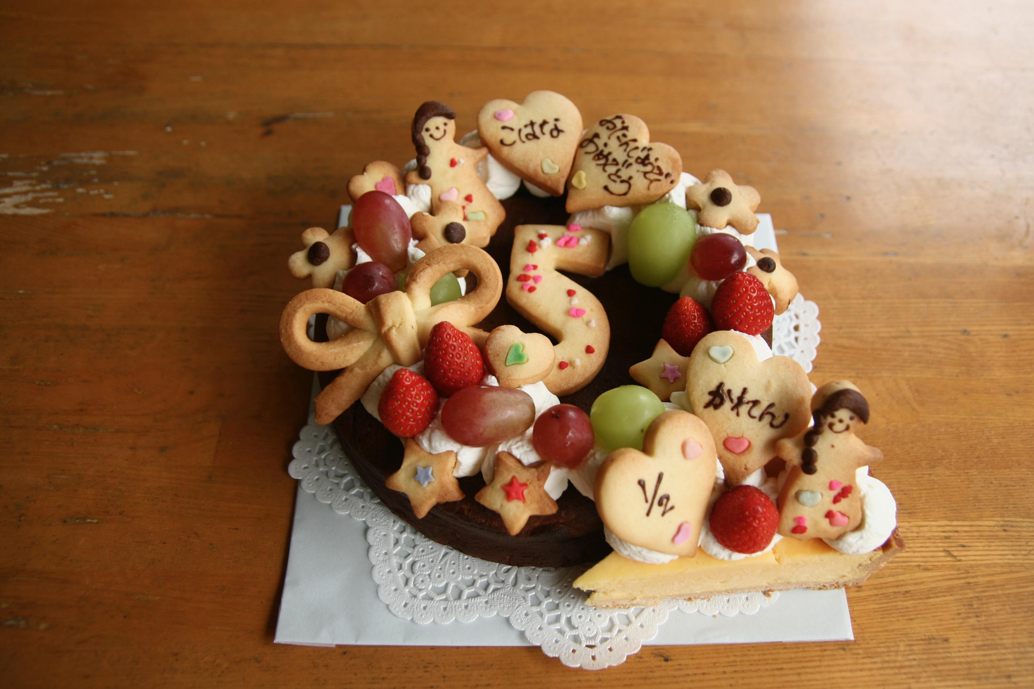 2人のお祝いケーキ。5歳とハーフバースデー。